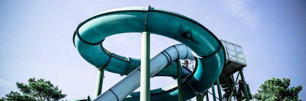 descente-toboggans-parc-aquatique